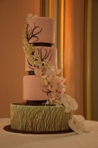 The gorgeous and delicious wedding cake