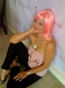 Jasmin in a pink wig